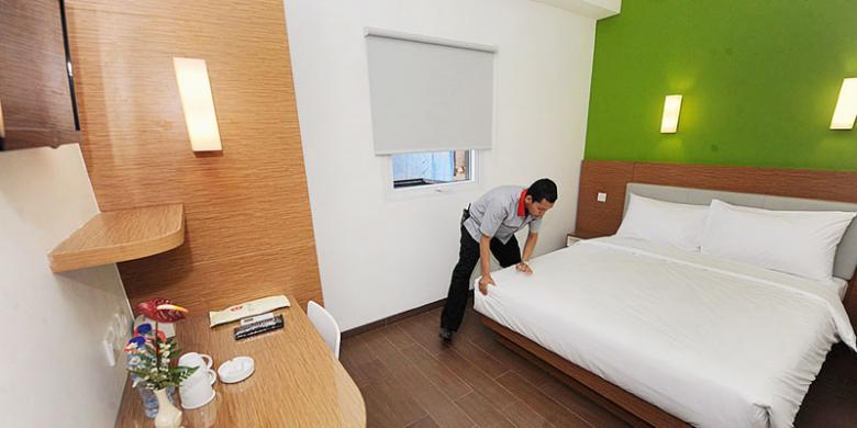 amaris making bed