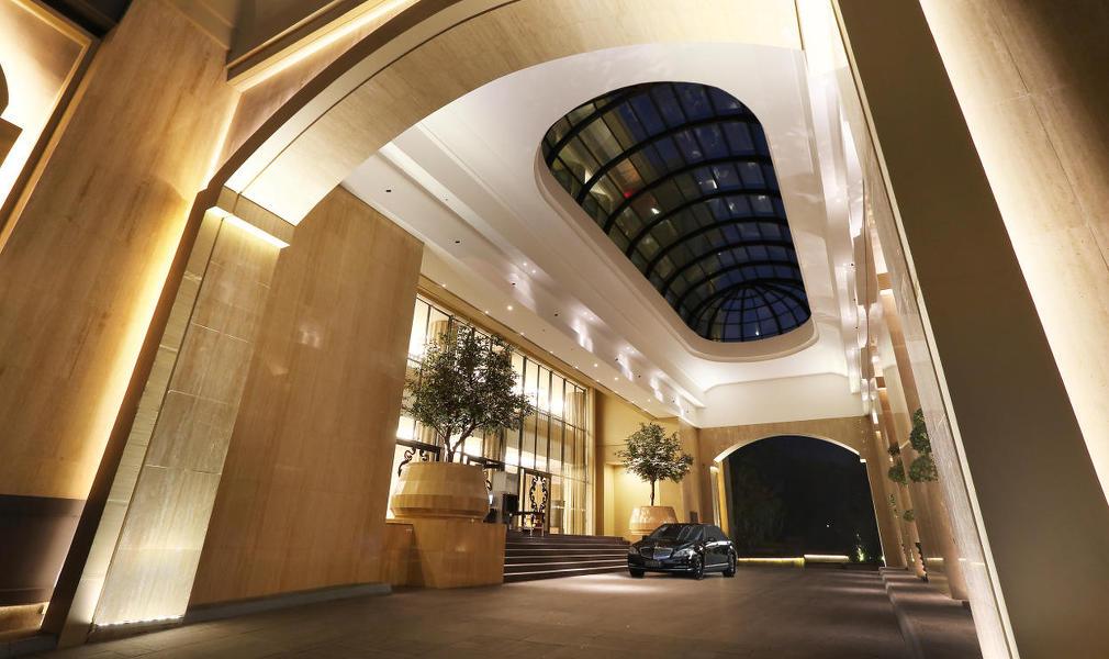 lobby-entrance